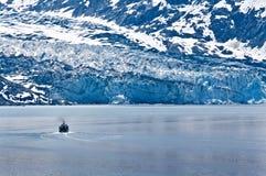 Barca nella baia di ghiacciaio Fotografie Stock Libere da Diritti