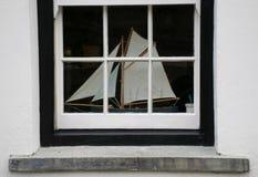 Barca nella finestra Immagini Stock Libere da Diritti