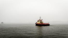 Barca nella foschia Fotografie Stock