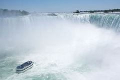 Barca in Niagara Falls Immagine Stock Libera da Diritti