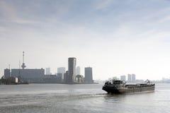 Barca no rio Meuse imagem de stock