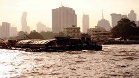 Barca per la spedizione a tempo la mattina immagine stock