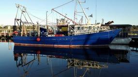 Barca in porto Fotografie Stock