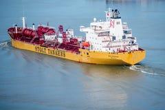 Barca que aproxima a costa em Nova Orleães Imagens de Stock