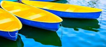 Barca a remi all'ancora Immagini Stock