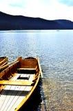 Barca a remi e lago Fotografie Stock Libere da Diritti