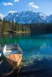 Barca a remi sul lago Fotografie Stock