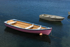 Barca rosa in mare Fotografie Stock