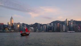 Barca rossa a Victoria Harbour, Hong Kong fotografia stock