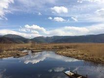 Barca sola nel lago Lugu Fotografia Stock