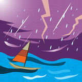Barca sola in una tempesta infuriantesi Fotografie Stock