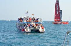 Barca spettatore alle corse 2014 - 2015 dell'oceano di Volvo Fotografia Stock Libera da Diritti