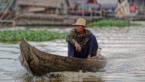 Barca su acqua, linfa di Tonle, Cambogia Fotografia Stock Libera da Diritti