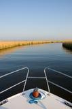 Barca su un fiume Fotografie Stock Libere da Diritti