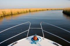 Barca su un fiume Fotografie Stock