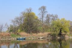 Barca su un fiume Fotografia Stock Libera da Diritti
