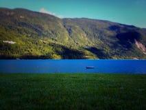Barca su un lago Fotografia Stock