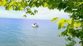 Barca su un lago immagine stock libera da diritti