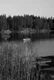 Barca su un lago in Svezia Fotografia Stock