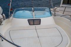 Barca su un porto mediterraneo immagine stock