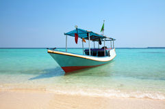Barca su una spiaggia Fotografia Stock