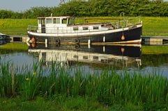 barca sul canale fotografia stock