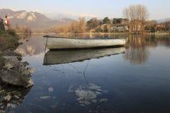 Barca sul fiume Fotografie Stock