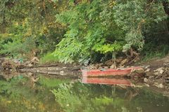 Barca sul fiume Immagini Stock