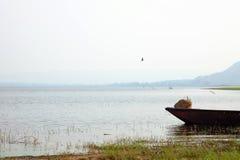 Barca sul fiume Fotografie Stock Libere da Diritti
