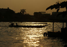 Barca sul fiume di Chao Praya fotografie stock libere da diritti
