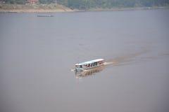 Barca sul fiume di Khong in Chaingkhan Immagini Stock