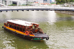 Barca sul fiume di Singapore Fotografie Stock