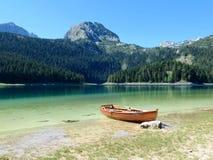 Barca sul lago Immagine Stock