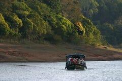 Barca sul lago della foresta Fotografia Stock