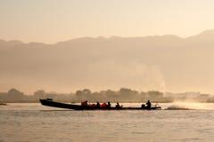 Barca sul lago Inle Immagine Stock