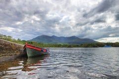 Barca sul lago Killarney - in Irlanda. Immagini Stock Libere da Diritti