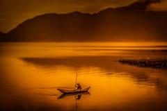 Barca sul lago Maninjao Immagine Stock