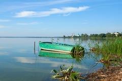 Barca sul lago Nero, Russia Immagini Stock Libere da Diritti