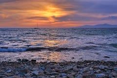Barca sul mare di tramonto Immagine Stock Libera da Diritti