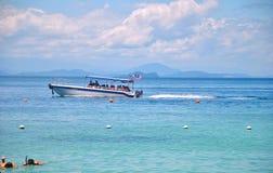 Barca sul molo Immagini Stock