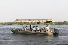 Barca sul Nilo al parco nazionale di Murchison Falls, Uganda immagini stock libere da diritti