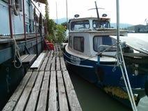 Barca sul pilastro Fotografia Stock Libera da Diritti