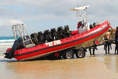 Barca sull'attrezzo di scuba e del rimorchio Fotografie Stock Libere da Diritti
