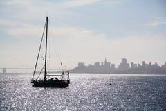 Barca sulla baia Fotografia Stock