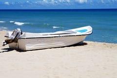Barca sulla costa Fotografia Stock Libera da Diritti
