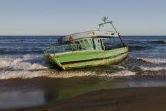 Barca sulla riva Immagini Stock Libere da Diritti