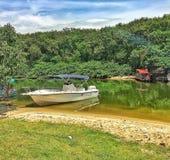 Barca sulla spiaggia fotografia stock libera da diritti