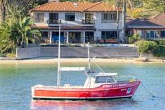 Barca in Sydney Harbor immagini stock libere da diritti
