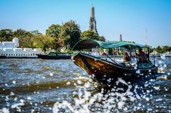 Barca tailandese, Wat Arun, Bangkok, Thailandia Immagine Stock Libera da Diritti