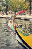 Barca tipica di Moliceiro nel fiume di Vouga, Portogallo Fotografia Stock Libera da Diritti